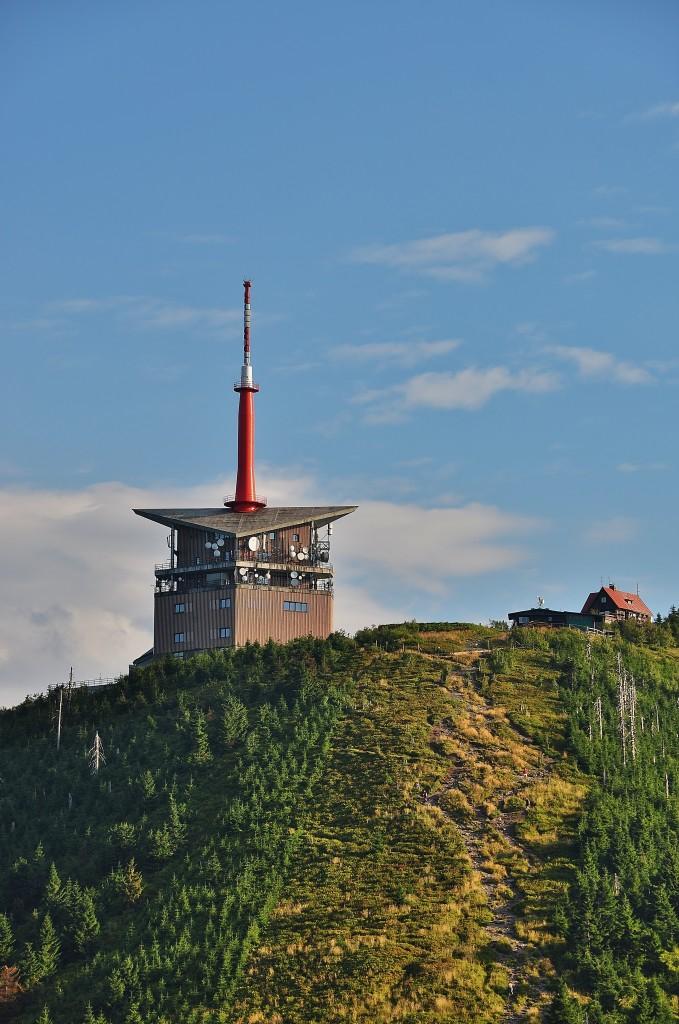 Vysílač na vrcholu Lysé hory je dominantou, podle které tuto horu lehce poznáte na panoramatu Beskyd.