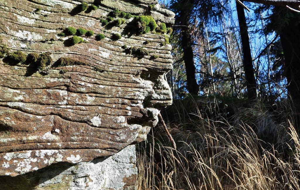Tento kámen nenajdete na Radhošti, ale na protější hoře - na Tanečnici. Prý je zde vyobrazen pohanský bůh Radegast.