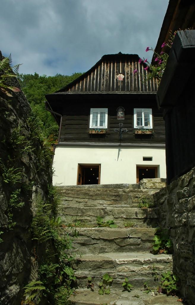 Dřevěné domečky štramberské tvoří kolorit města.