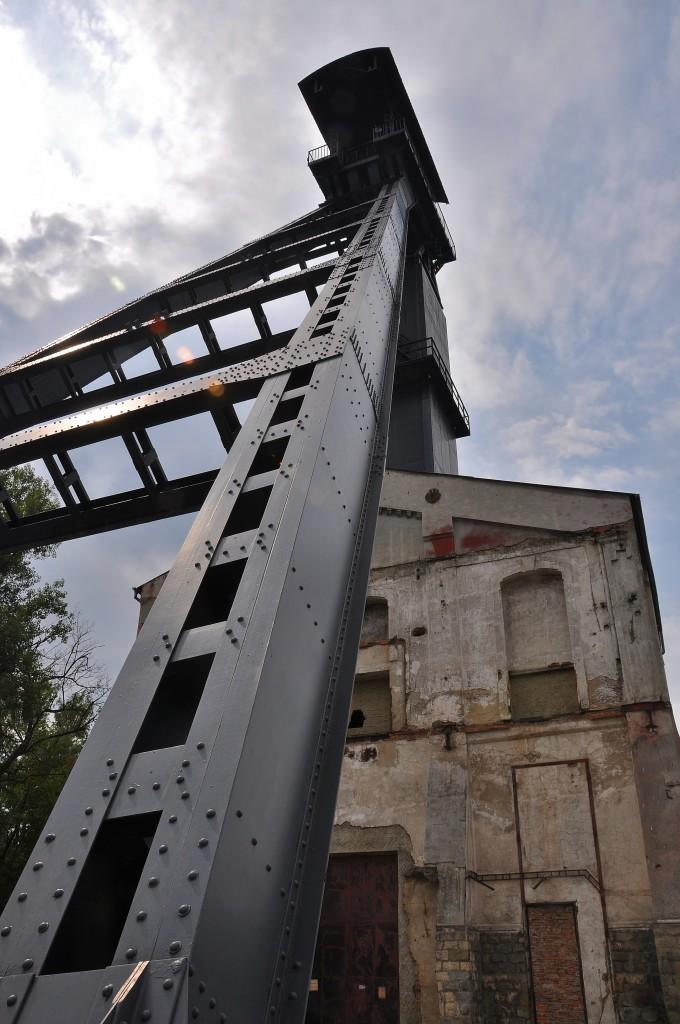 Stará těžní věž Dolu Alexander se stále tyčí k nebi v Ostravě-Kunčicích.