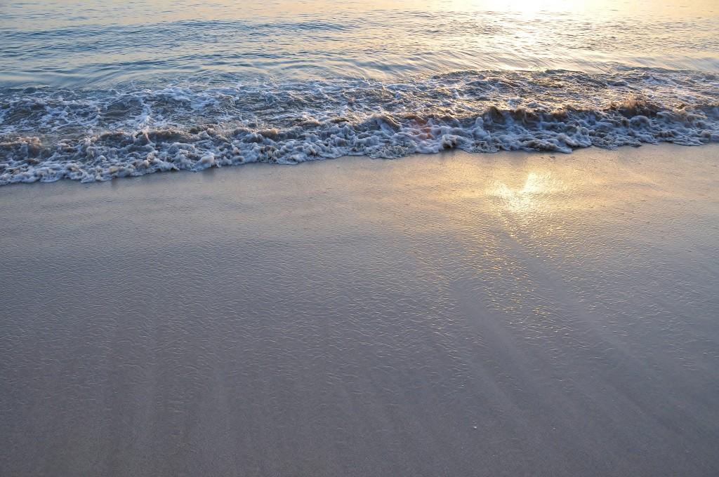 písek a moře za svítání