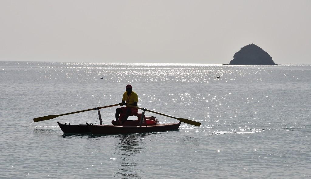 Plážový plavčík vyráží na svou první plavbu.