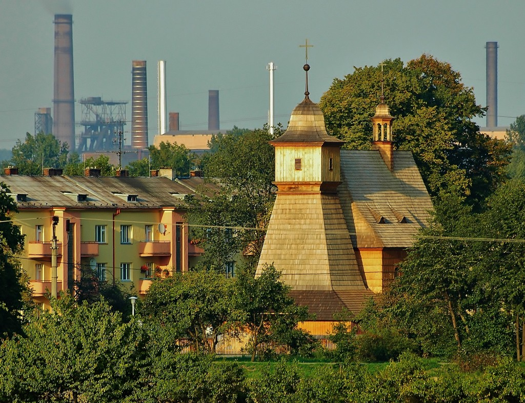 Z tohoto pohledu je zřejmé, že kostelík v Hrabové stojí opravdu v průmyslové Ostravě.