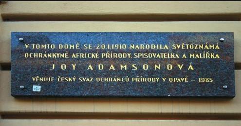 Místo, kde se slavná opavská rodačka narodila, je už v Opavě označeno pamětní deskou. Její příběhy jsou nesmrtelné.