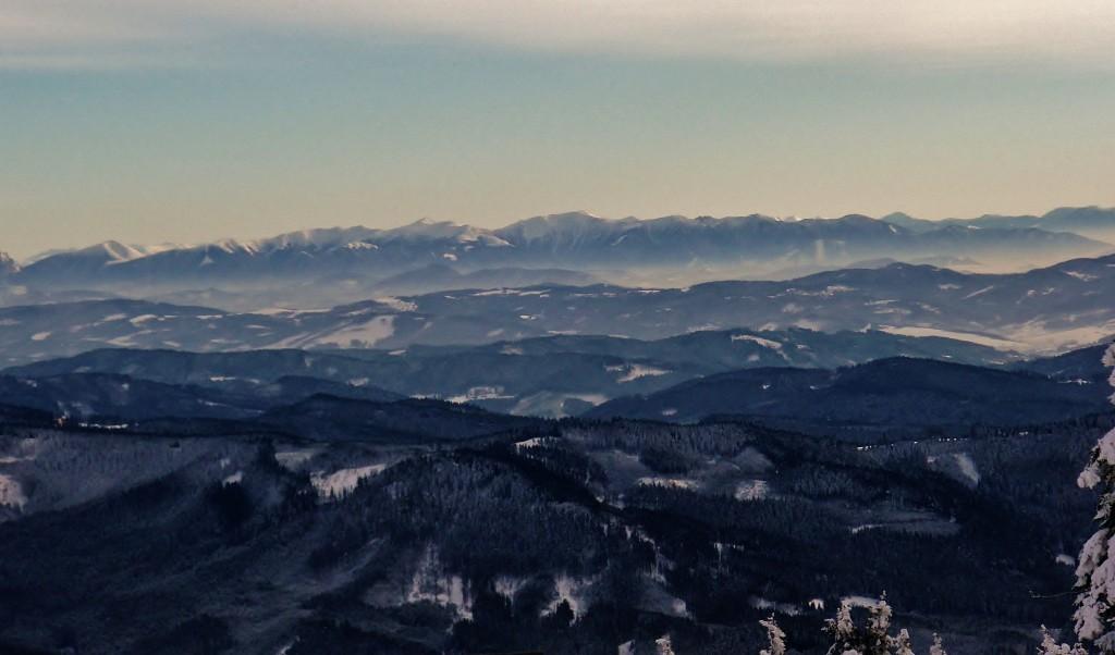 Výhledy na slovenské velehory z beskydské Lysé hory.