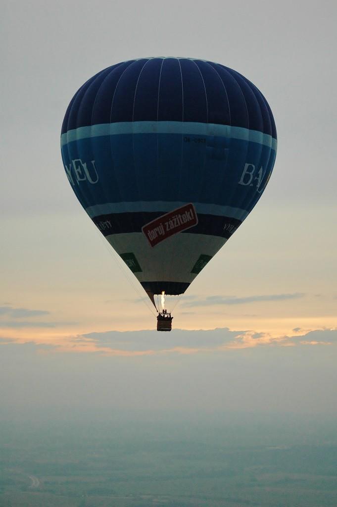 Balon na obloze.