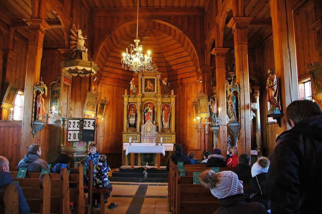 Původní ráz si zachoval dřevěný kostelík na Grúni.
