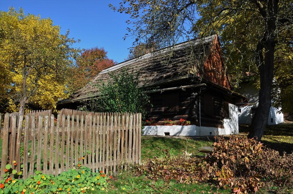 Kotulova dřevěnka je ukrytá uprostřed havířovského sídliště.