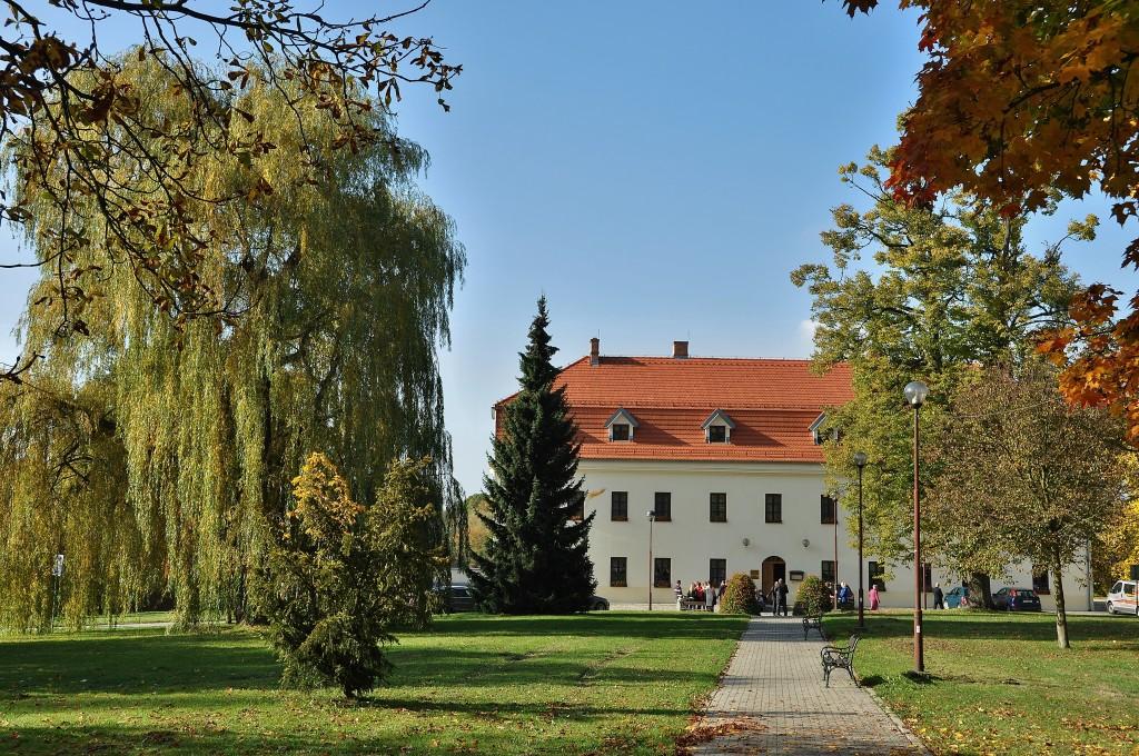 Dříve zámek, dnes hotel, je oblíbeným místem pro konání svatebních hostin.