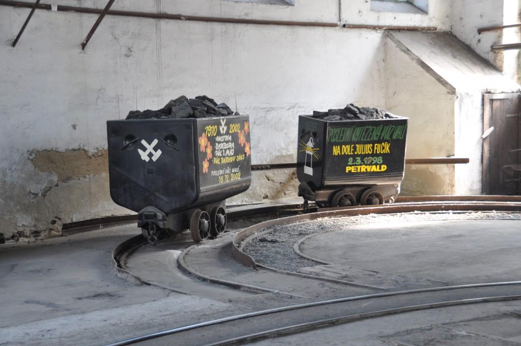 Poslední vozíky s uhlím, které vyjely na povrch v Ostravě. Dnes se ještě těží, ale na Karvinsku a Frýdecko-Místecku. Doly v Ostravě jsou minulostí.