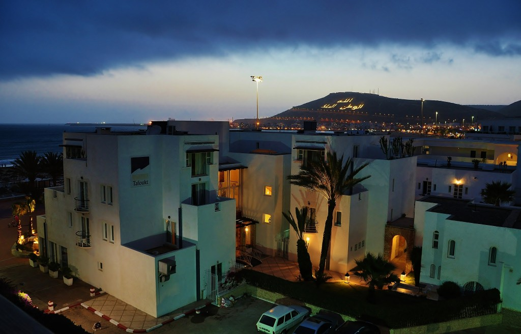 Pohled na noční Agadir.