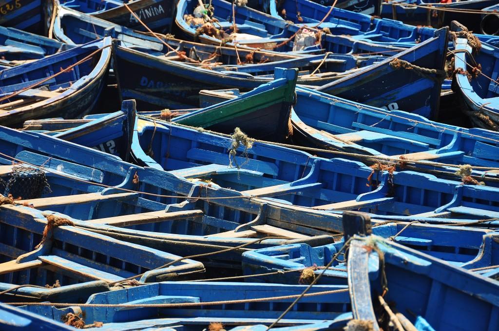 Rybářské lodě vytvářejí typický kolorit marockého přístavního města.