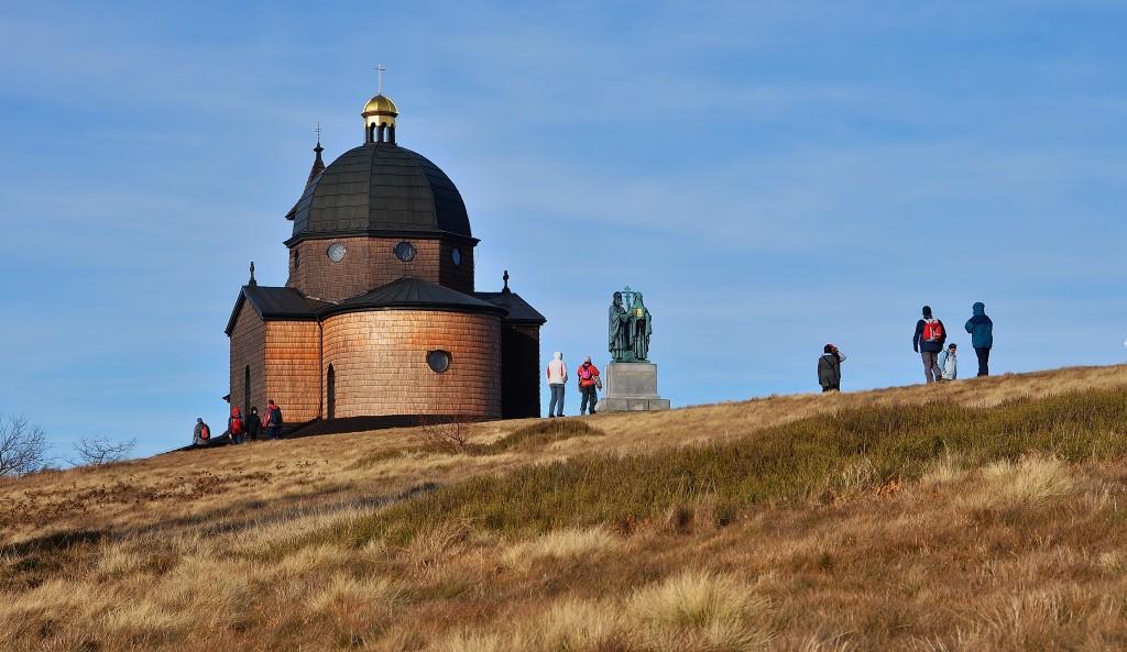 Vznikla dnešní kaple Cyrila a Metoděje na Radhošti v místě keltského či pohanského obětiště?
