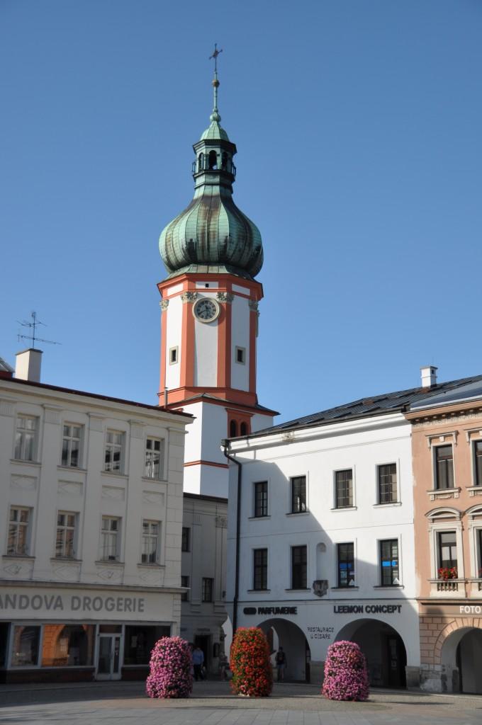 Náměstí ve Frýdku-Místku. Nebo přesněji, jak by mne opravil můj kamarád Zdeněk, který na tomto náměstí bydlí: náměstí v Místku.