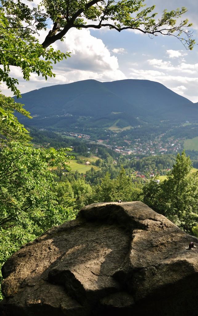 Pohled z Medvědí skály nad Ostravicí.