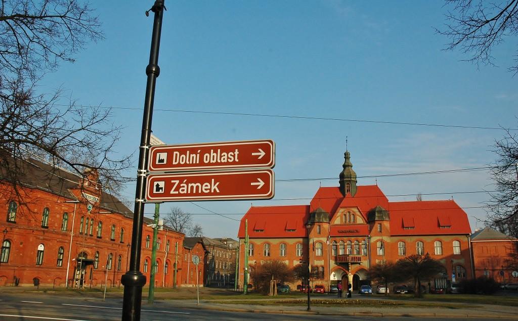 Náměstí ve Vítkovicích. Jak vidno, nedaleko je to k zámečku a do dolní oblasti Vítkovic.