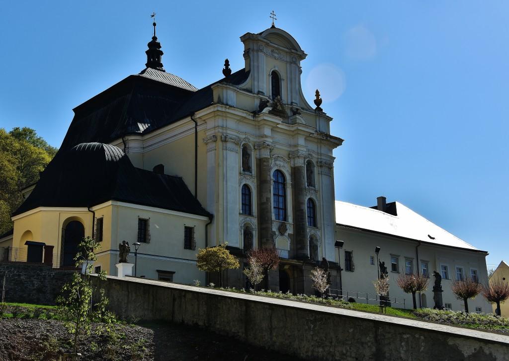 Impozantní kostel Nejsvětější trojice.
