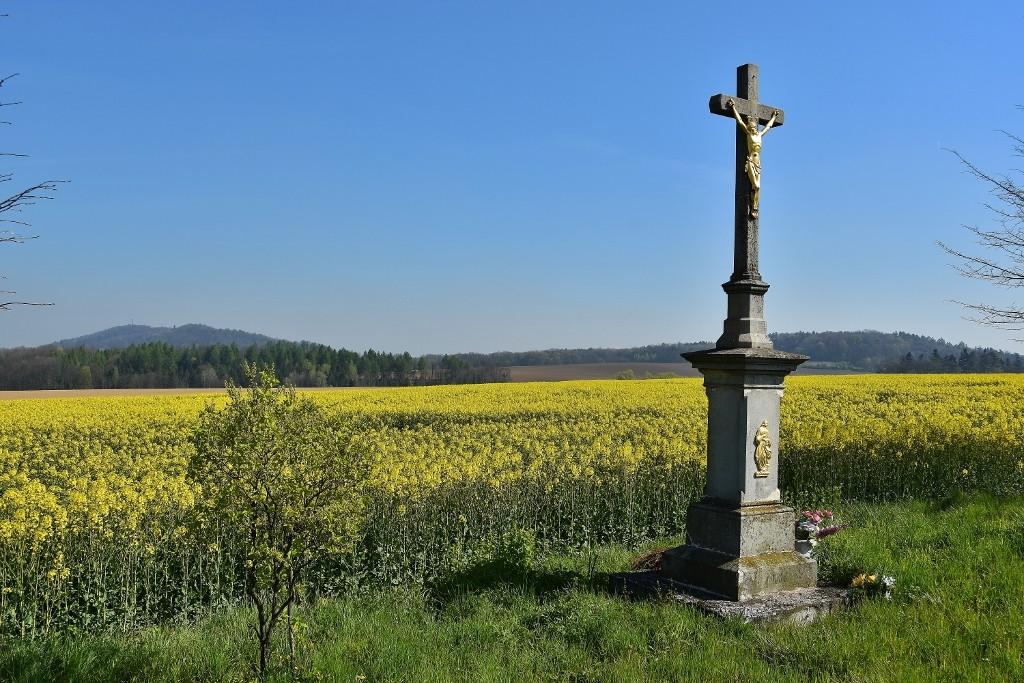 Kamenný kříž u Starého Jičína.