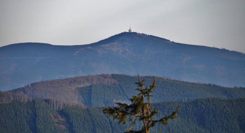 Výhled z Radhoště na Lysou horu.