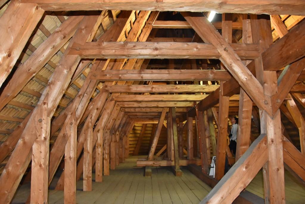 Návštěvníci mohli obdivovat krovy kostela, které tesaři po požáru vytvořili tak, jako v kdysi.