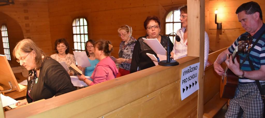 Představení kostelní scholy.