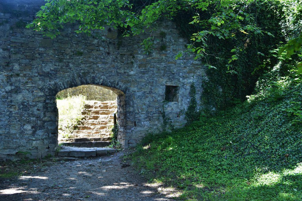 hukvaldy - hrad - brána