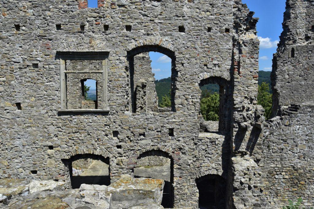 Zbytky hradního paláce.