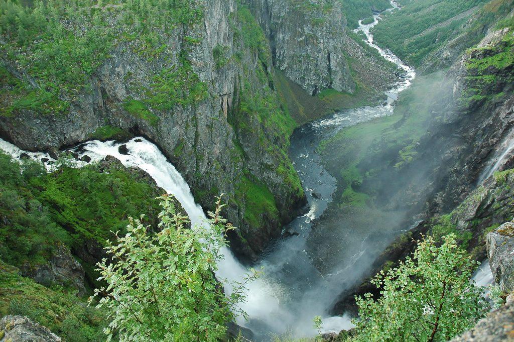 Někdy se vodopády valí hned ze dvou stran.