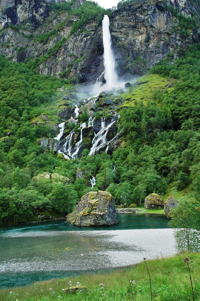 Norsko, to je země vodopádů.