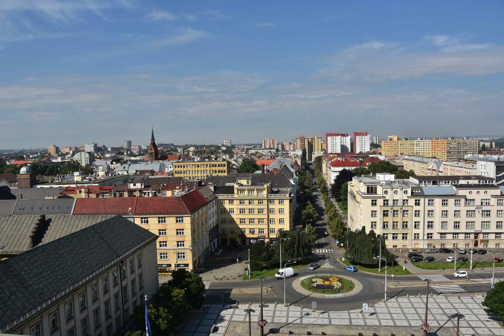 Výhled z vyhlídkové terasy ostravské radnice.