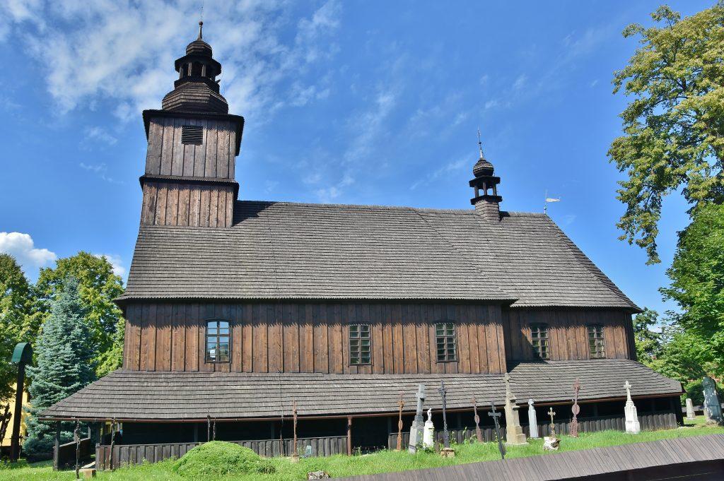 Kostel v Sedlištích stojí na svém místě.