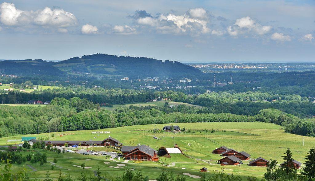Pohled na golfové hřiště na Ostravici.