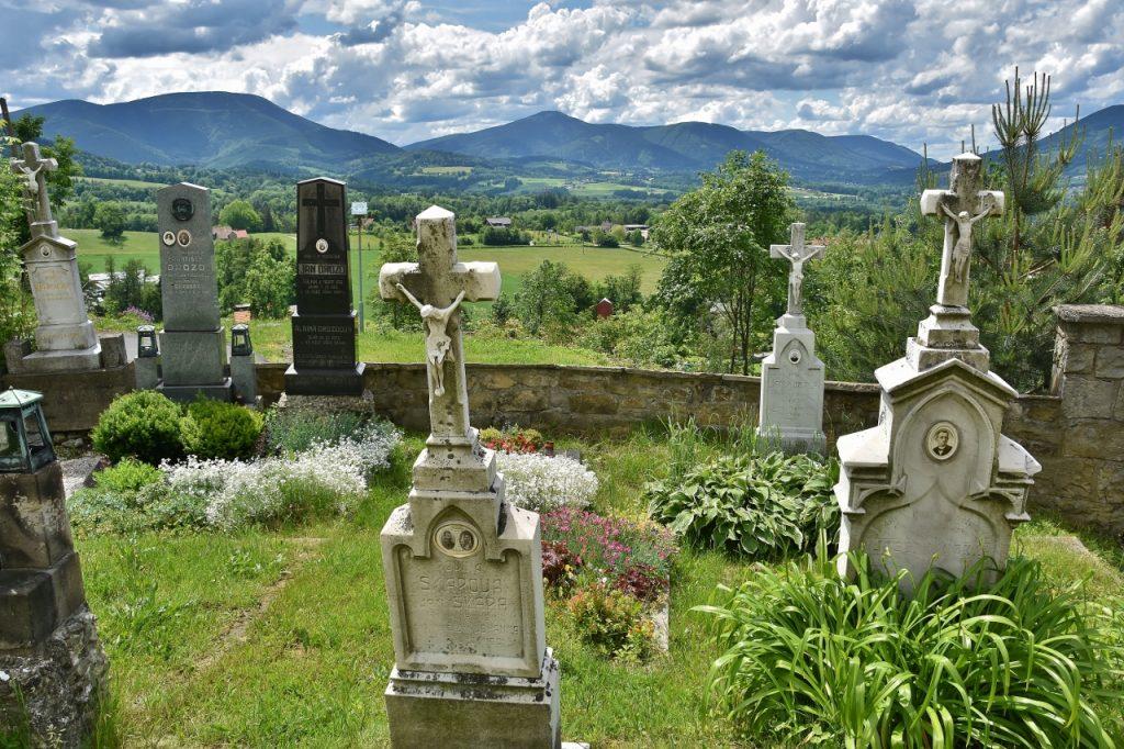 Výhled od kostela na vrchu Borová.