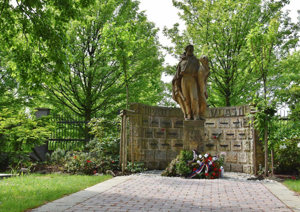 Hřbitov v Ostravě-Hrabové.