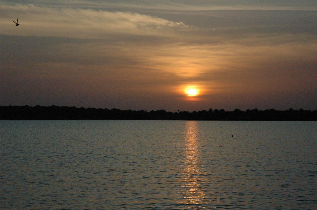 Západ slunce nad Orinokem. Kdo by se nevykoupal?