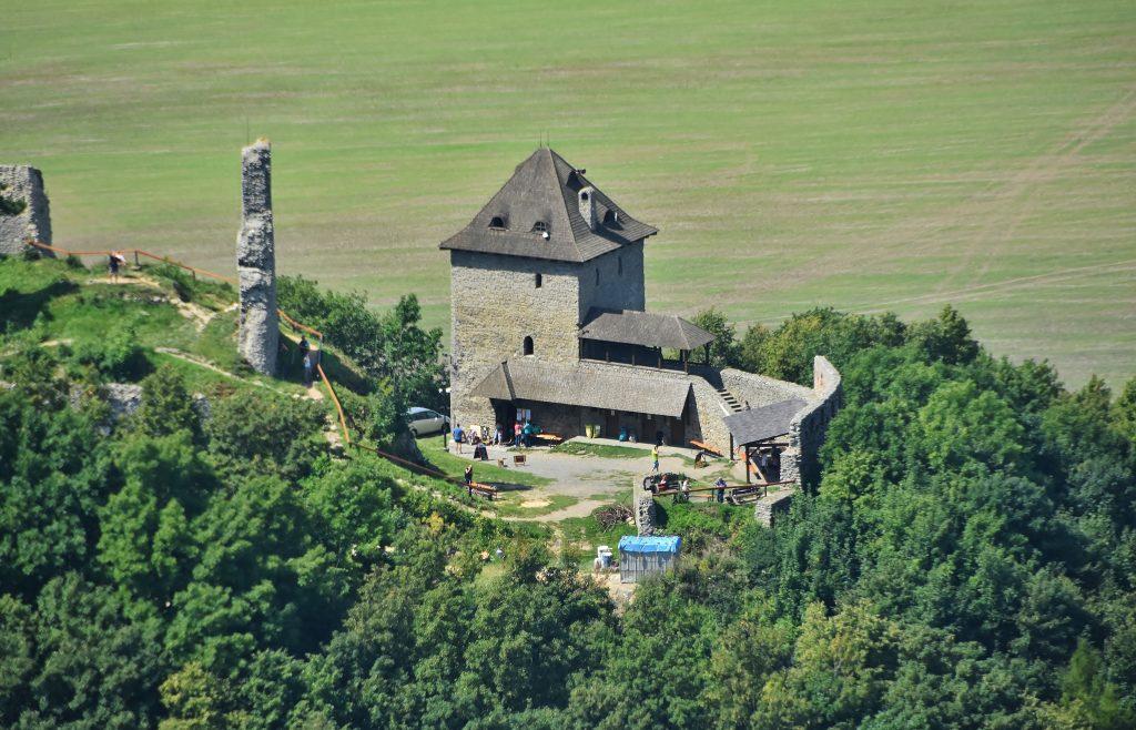 Zřícenina hradu Starý Jičín.