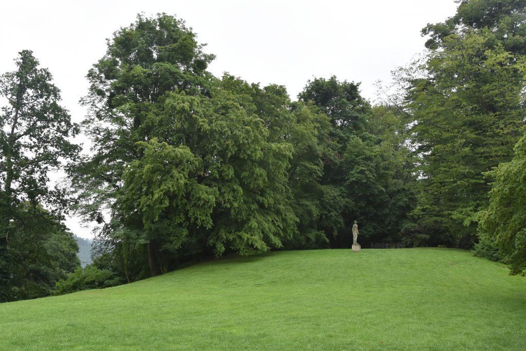 Zámecký park nad řekou Moravicí.