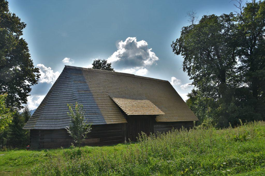 Na okraji vesnice můžete obdivovat původní stodolu. Údajně ji vlastní potomci Františka Palackého. Dnes je stodola nově opravena.
