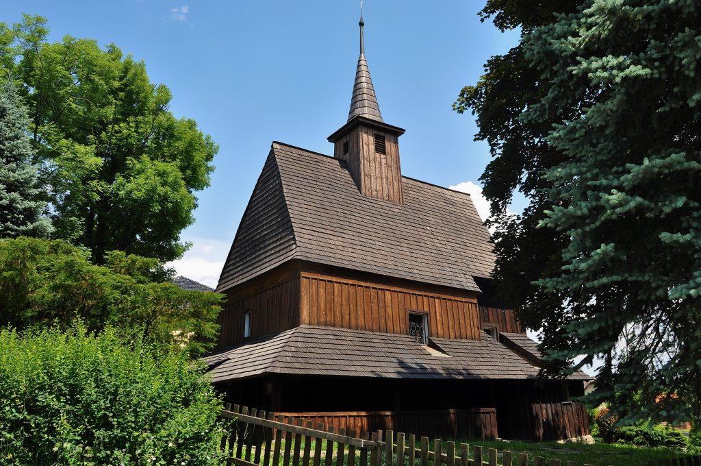 Kostel svatého Ondřeje je nejstarší dochovanou památkou Hodslavic. Krásně zapadá do okolí a dnes je nově opraven.