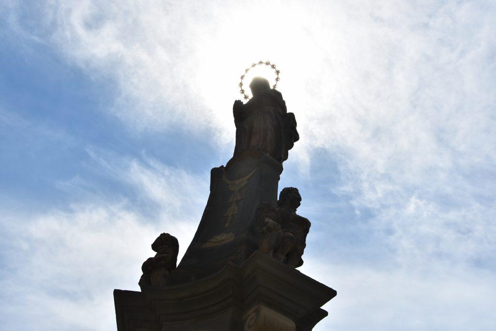 Socha Immaculaty, tedy vyobrazení Neposkvrněného početí Panny Marie pochází z roku 1655.