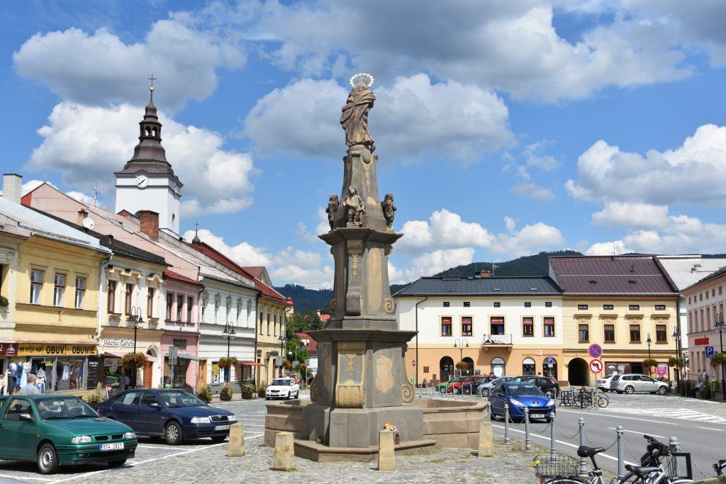 Jablunkovu se říkávalo malá Vídeň, podle toho, kolik tam bývalo kaváren a jakou atmosféru městečko mívalo. Kašna se sochou Panny Marie je jednou z nejcennějších soch na Těšínsku.